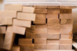 pila-tablones-madera-taller_23-2147945089